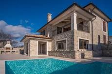 luxuri 246 ses neues haus mit steinfassade und pool auf krk