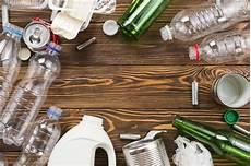 verschiedene materialien fuer die verschiedene flaschen und m 252 ll f 252 r die wiederverwertung