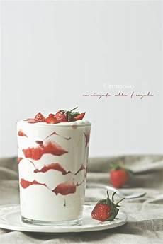crema pasticcera alla fragola cremoso variegato alla fragola fragole idee alimentari ricette