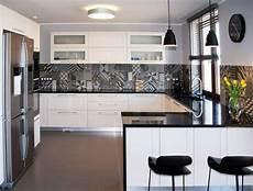 credence carrelage noir plan travail cuisine quartz noir brillant cr 233 dence carreaux ciment patchwork jpg 800 215 609