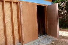 fabriquer une porte de garage coulissante en bois tout