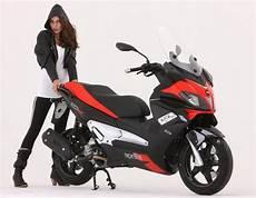 new aprilia sr max 125 and 300 scooters