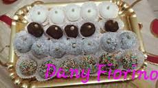 dolcetti con wafer sbriciolati facili idee tartufi di ricotta assortiti al caffe arancia al cocco e cacao
