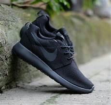 Nike Slop Cowok Sepatu jual sepatu sekolah casual kets nike rosherun fullblack