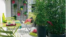 bambou de balcon balcony privacy ideas with bamboo plants and reed mats