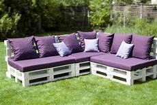 salon de jardin en palette en bois le fauteuil en palette est le favori incontest 233 pour la