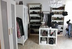 ankleidezimmer begehbarer kleiderschrank inspiration idee