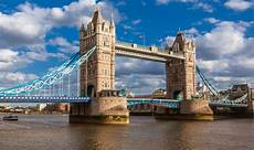 tower bridge bilder s tower bridge evacuated as ambulances called uk