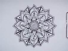 как нарисовать узор в виде мандалы фломастером маркером