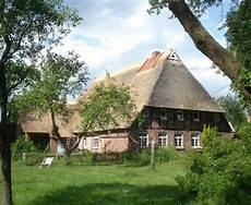 reetdach dacheindeckung mit natuerlichem reetdach dacheindeckung mit nat 252 rlichem baumaterial