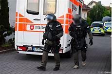polizei news kassel sek kassel der polizei st 252 rmt wohnhaus in fulda waffe