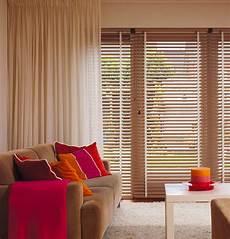 gardinen rollos wohnzimmer sichtschutz im wohnzimmer moderne plissees gardinen und