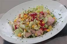 Thunfischsalat Mit Mais - thunfischsalat mit mais und eisbergsalat rezept mit bild