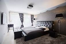 schlafzimmer mit fernseher 8 ways to make a small bedroom feel bigger