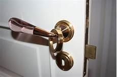 come cambiare serratura porta cambiare la serratura ad incasso di una porta interna