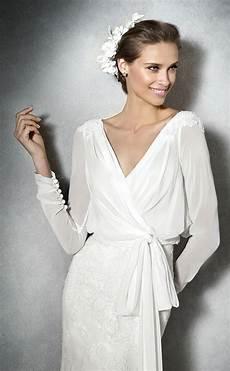Wedding Gown Wraps 10 adventages of wrap wedding dresses luxury brides