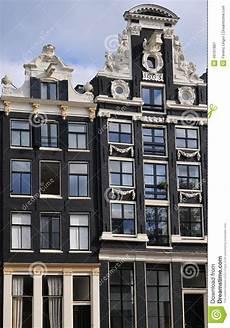 haus kaufen amsterdam typisches haus in amsterdam stockbild bild neigen