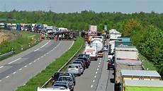 a31 unfall heute lkw lag quer auf fahrbahnen nach unfall auf a31 bei