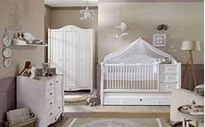 deco pour chambre bebe fille joannecloutier les essentiels pour une chambre de b 233 b 233