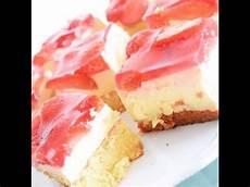 erdbeer schmand kuchen strawberry cake erdbeer vanille schmand kuchen vom blech