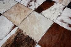 Kuhfell Teppich Patchwork - kuhfell teppich im wohn oder schlafzimmer verlegen