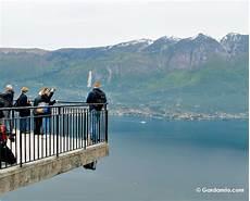 terrazza sul lago di garda pieve di tremosine cosa vedere nel borgo a due passi dal
