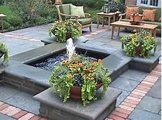 construire fontaine de jardin une fontaine de jardin design quelques id 233 es en photos