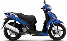 new suzuki 125cc sixteen extends learner range mcn
