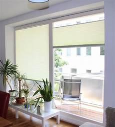 plissees als fensterdeko im wohnzimmer pleated blinds as