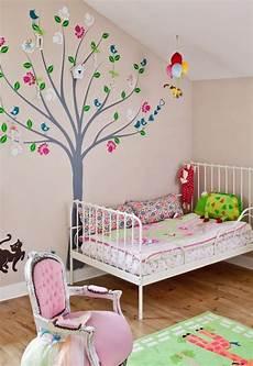 wandgestaltung babyzimmer mädchen kinderzimmer wandgestaltung beispiele maps and letter