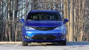 2019 Chrysler Pacifica Hybrid Limited Review Near Perfect