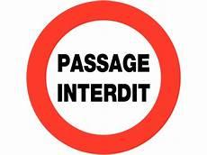 interdiction de circuler panneaux de circulation circulation interdite passage