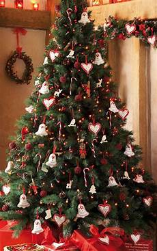 weihnachtsbaum trend 2015 tree decorating ideas with bell and a sign of