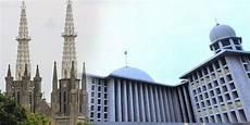 Wakapolda Puji Toleransi Antara Gereja Katedral Dan Masjid
