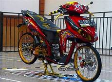 Variasi Motor Scoopy 2019 by Modifikasi Vario 110 Thailook Warna Merah Motor