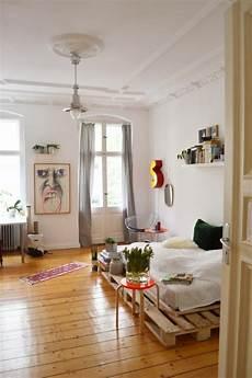 Altbau Zimmer Einrichten - simple palettenbett f 252 rs schlafzimmer diy palettenbett