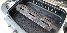 grill reinigen hausmittel grillrost reinigen einfach und effektiv haushaltsfee org
