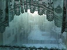 fenster innen nass winter nasse fenster trotz l 252 ften und heizen mietvertrag