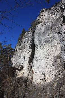 Die Weiße Wand - wei 223 e wand 04 bauchtanz fels frankenjura