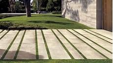 betonplatten auf rasen verlegen natursteine 2 cm keramikfliesen f 252 r den au 223 enbereich