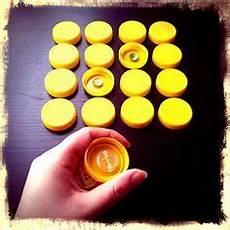 Basteln Mit Flaschendeckeln - knopf memory aus flaschendeckeln basteln mit