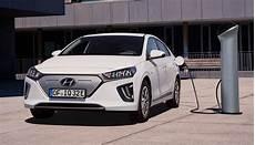 neuer hyundai ioniq elektro schafft 294 wltp kilometer