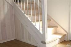 individuelle wohnraumgestaltung deckenverkleidung und treppe aus kiefernholz die stufen und das podest aus