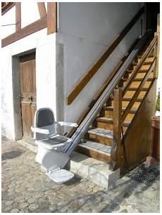 Holztreppe Für Aussen - bildergalerie sitz treppenlifte 252 ber gerade treppen meico
