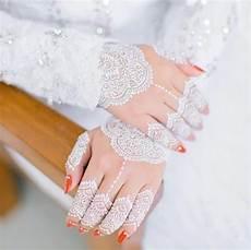 Gambar Henna Putih Cantik