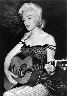 marilyn guitar vintage photos of actresses guitar vintage everyday