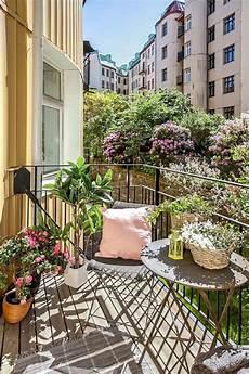 arredare terrazzo lungo e stretto 31 creative yet simple summer balcony d 233 cor ideas to try