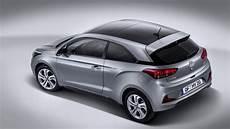 hyundai i20 maße novos hyundai i20 active e i20 coupe chegam a portugal