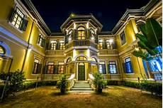 Haus Im Kolonialstil In Der Nachtszene Kostenlose Foto