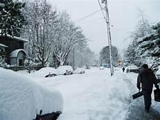 wann muss schneeräumen welche winterpflichten f 252 r eigent 252 mer und mieter gelten